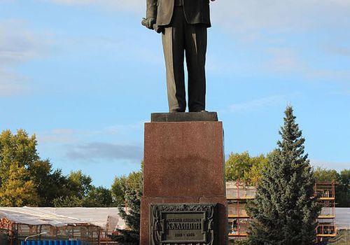 Памятник МихаилуКа...