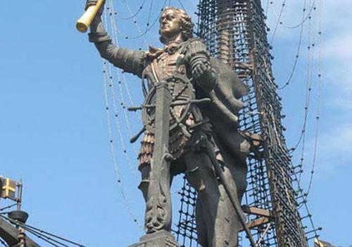 Памятник ПетруI