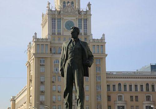 ПамятникВ. Маяковскому