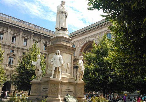 Statua di Leonardo da Vinci