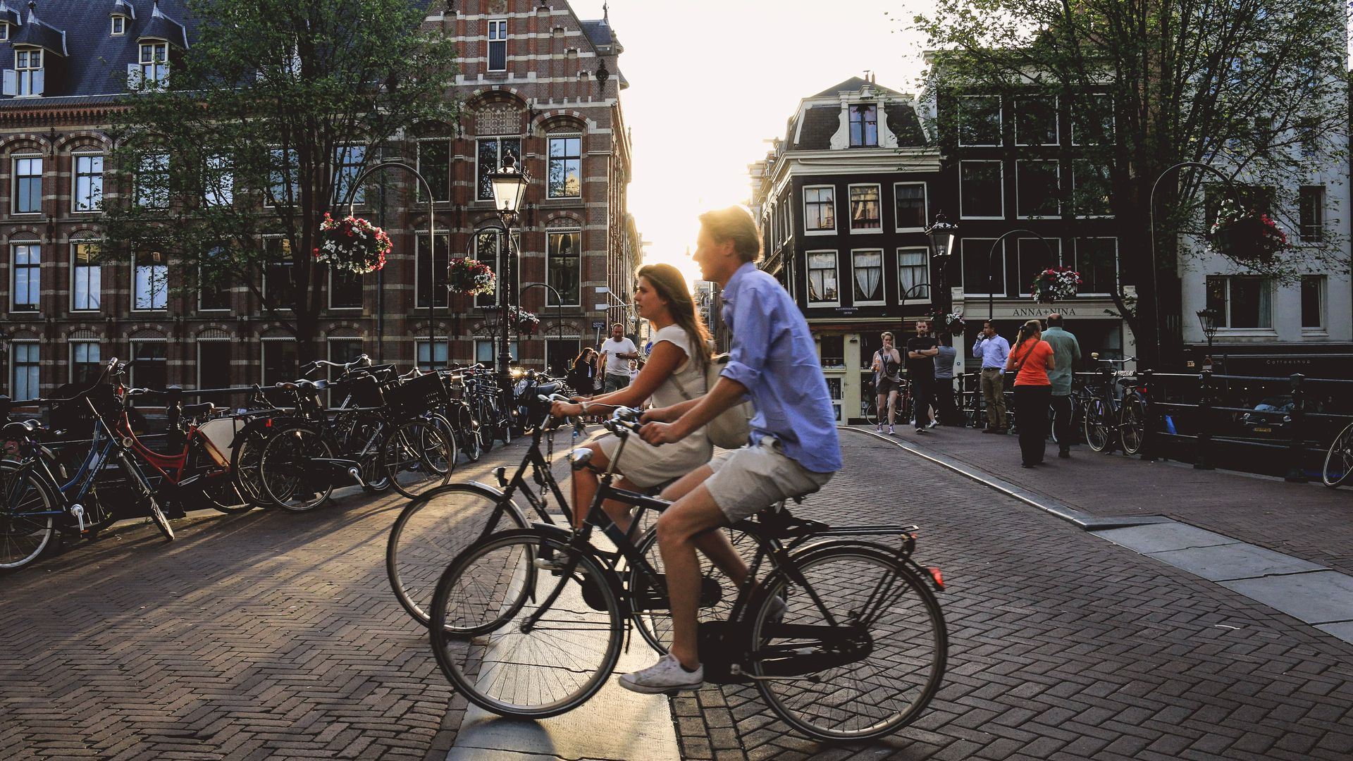 Discover Amsterdam by Bike: Sightseeing Audio Tour