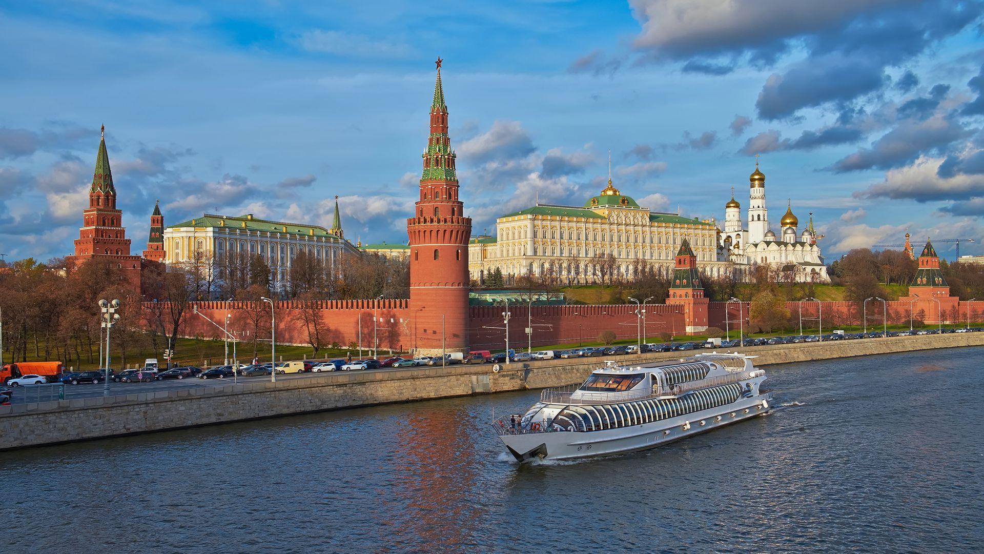 Круиз с аудиогидом по Москве-реке на яхте флотилии «Рэдиссон»
