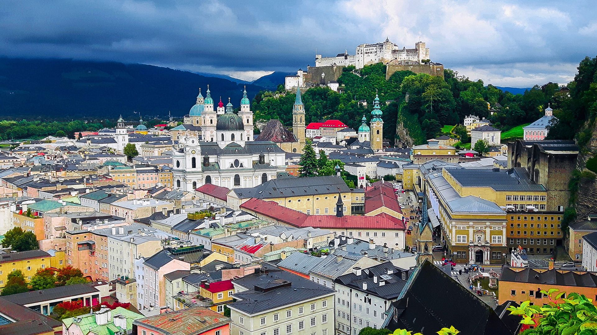 Salzburg: Mozart, Sound of Love and Sweets!