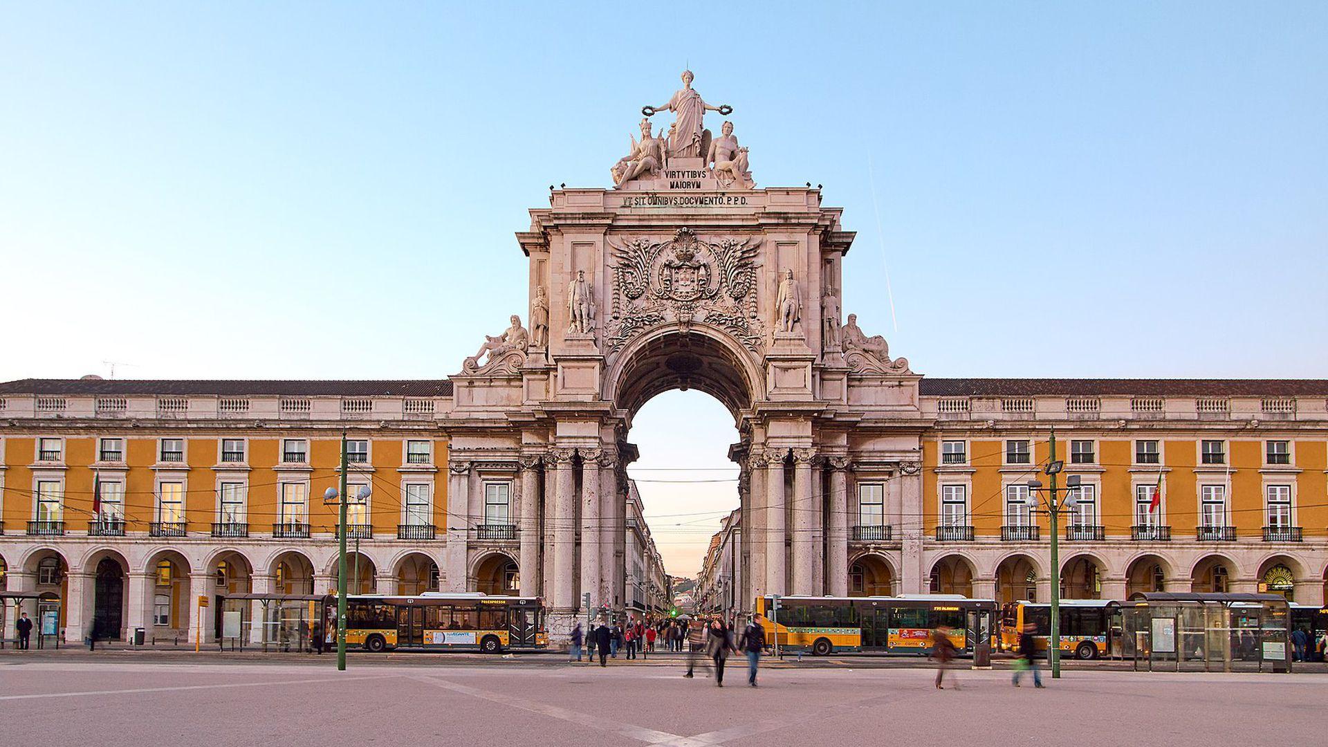 Lisbon Essentials: Sightseeing Walking Tour & Audio Guide