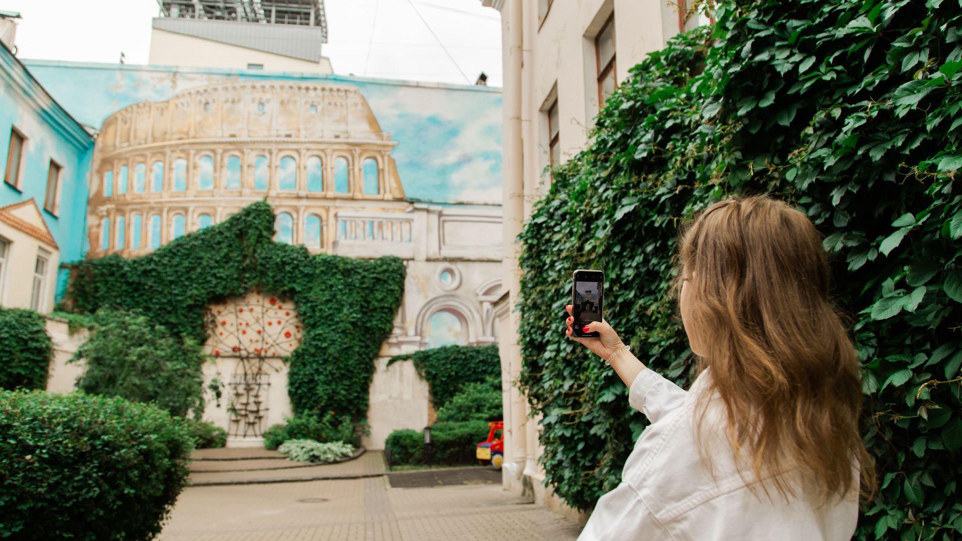 Прогулка по Петербургу: архитектура, стрит-арт и кофе