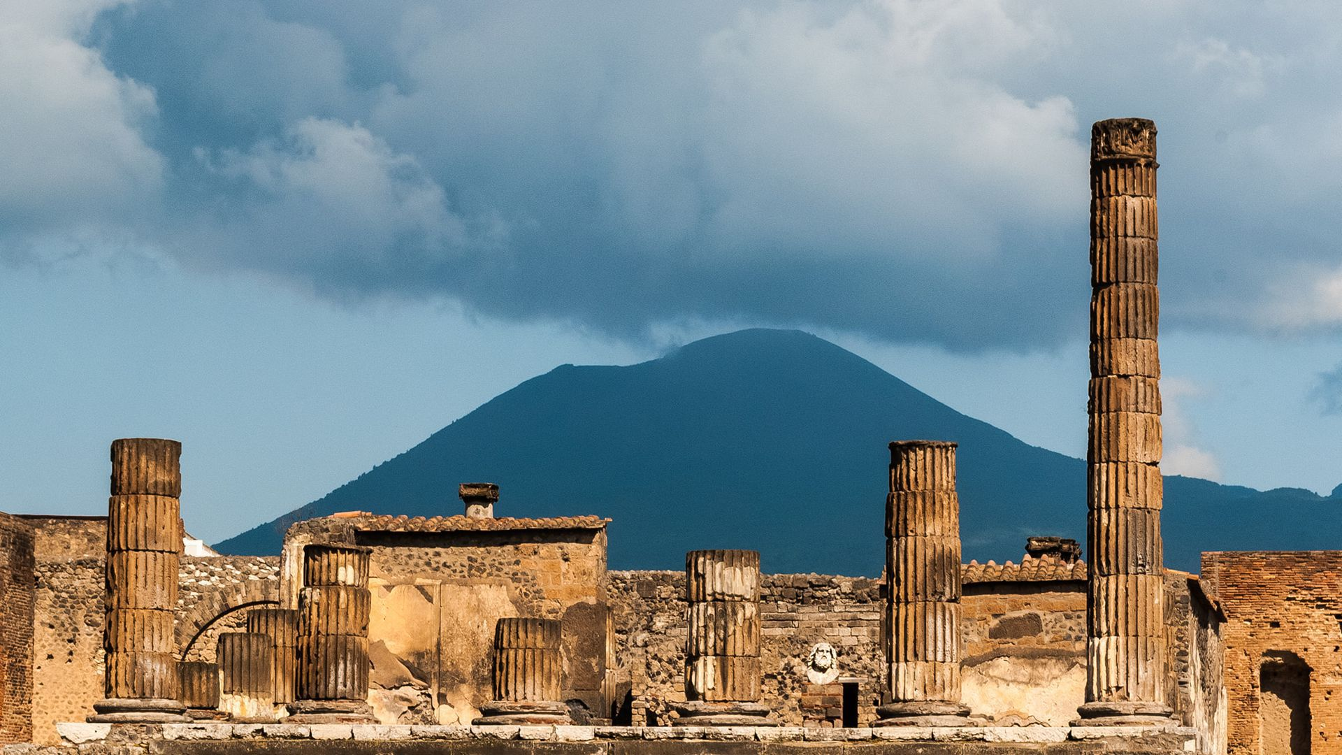 Pompeii with an Archaeologist: Skip-The-Line & Audio Tour